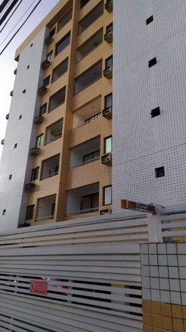 Apartamento com 03 quartos, piscina e varanda