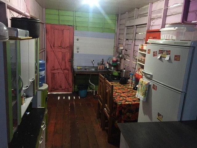 Vendo casa com ponto comercial dois quartos sala cozinha banheiro e mais uma casa atrás - Foto 6