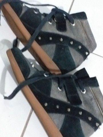 Calçado de camurça com tachas - Foto 2