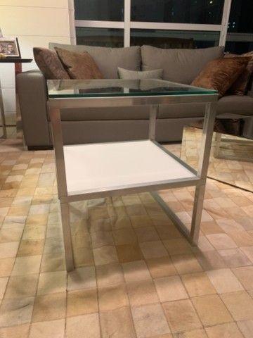 Mesa lateral quadradatoda alumínio , vidro e MDF