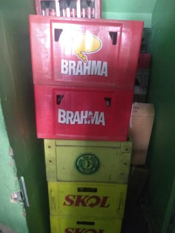 Grade com cascos de cerveja 600ml