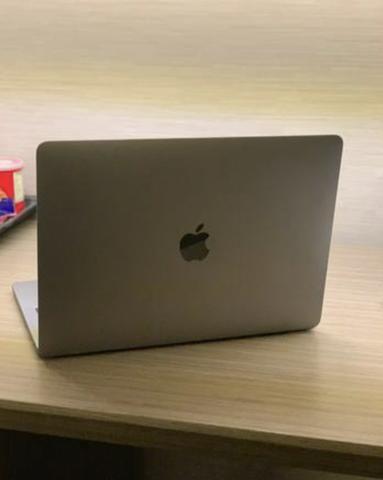 MacBook Pro 13? 2018 - Touchbar i5 256ghz SSD 8 RAM