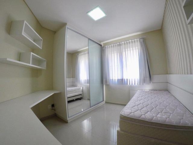 Apartamento 03 Dormitórios mobiliado a poucos metros do mar - Foto 14