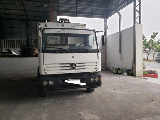 Caminhão Mercedes Benz em Excelente Estado