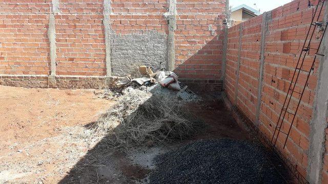 Remoção de entulhos roçamos quintal terreno calçada - Foto 2