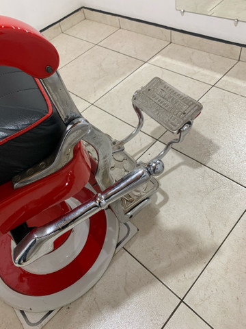 Vendo cadeira de barbeiro Ferrante anos 60. - Foto 3