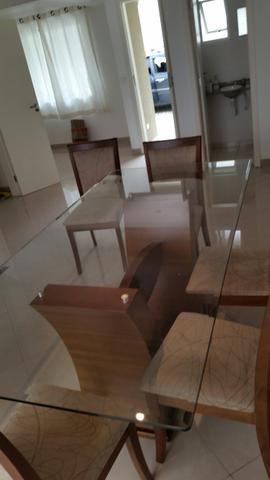 Mesa de vidro com 6 cadeiras medindo 2×1