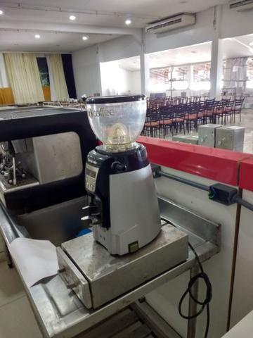 Máquina de café expresso 3 grupos com Moinho eletrônico, perfeito estado de conservação - Foto 4