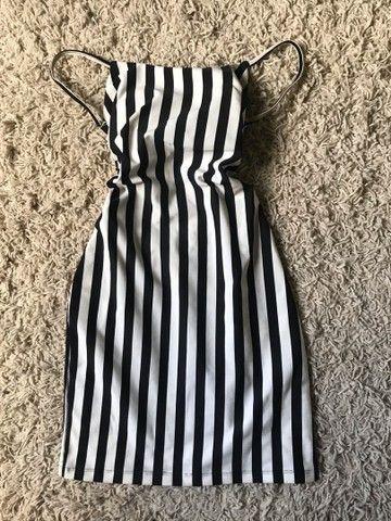 Vestidos e macaquinha novos  - Foto 3