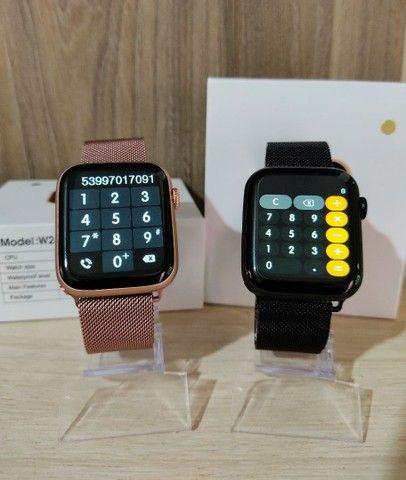 Smartwatch IWO W26+ PLUS + brinde pulseira metálica - Foto 3