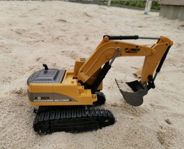 Escavadeira controle remoto 6 canais com bateria - Foto 5