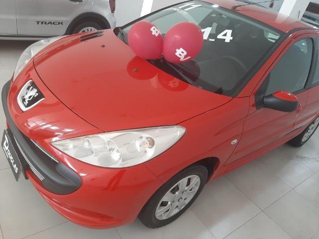 Vendo Peugeot 207 1.4 completo de tudo - Foto 6