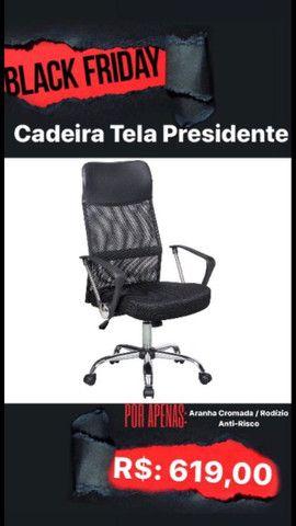 Cadeira com rodinhas ante risco