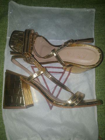 Sandália Cor de ouro