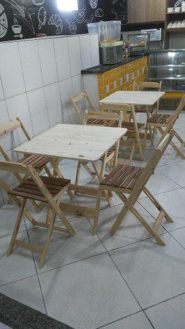 Conjunto de mesa e cadeiras pinho