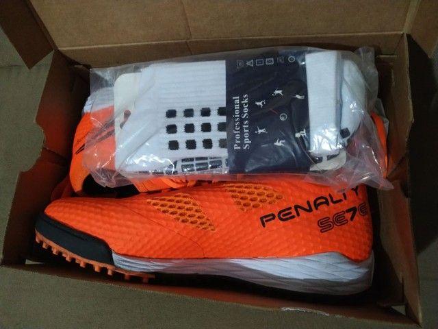 Chuteira Society Penalty Sete Pro Locker + meia Profissional Sports Socks  - Foto 4
