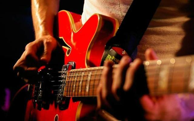 Aula de violão,guitarra,baixo,cavaco e Canto a domicilio - Foto 2