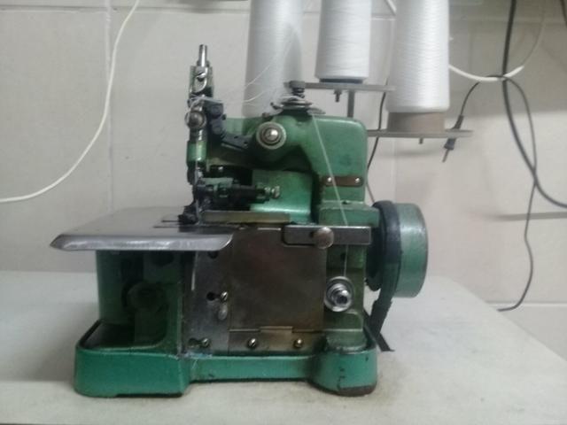 Vendo máquina de costura completa com bancada