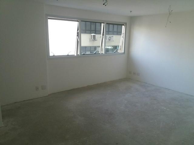 Icarai.Empreendimento Manhattan. Sala 29 mts2, lavabo, vaga na escritura e 4 elevadores - Foto 10