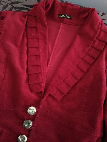 Blazer vermelho em veludo - Foto 2