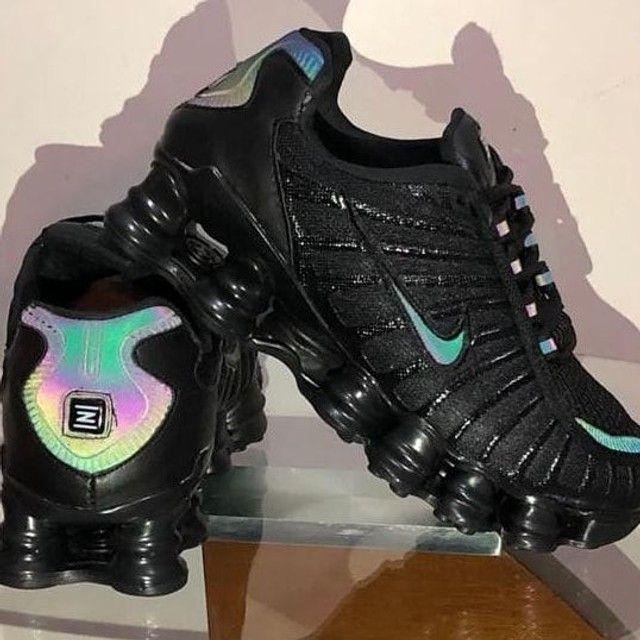 Nike 12 molas holográfico (38 ao 43) entrega gratuita para toda João pessoa