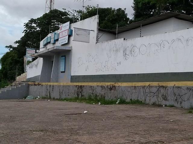 Galpão e garagem