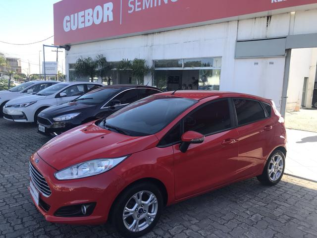 Ford New Fiesta SE plus 2015 / 15 oportunidade !!