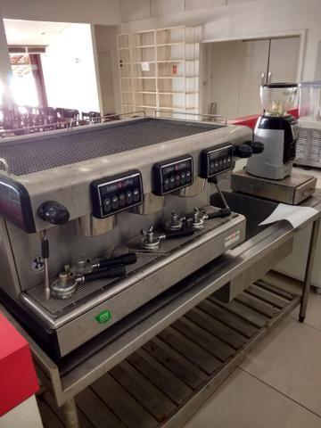 Máquina de café expresso 3 grupos com Moinho eletrônico, perfeito estado de conservação