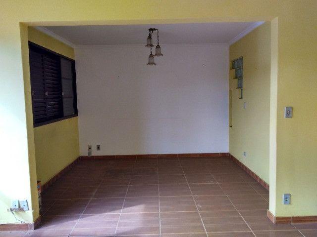 Ótima localização, 1 suíte + 2* quartos, armários planejados, AC, sala ampla - Foto 7