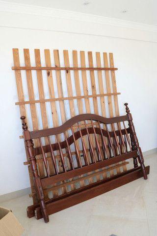 Cama de madeira tamanho Queen