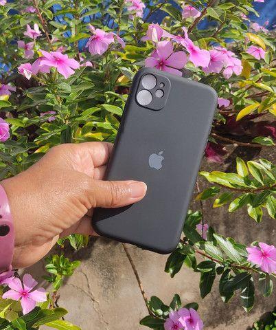 Capinha iPhone 11 (Aveludada) Branca, Preta e Rosa  - Foto 3