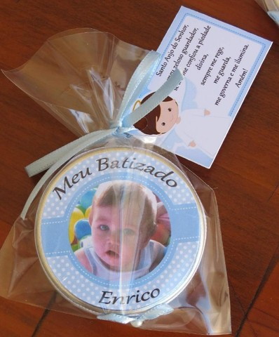 Lembrancinha de batizado: Latinhas com mini terço - Foto 2