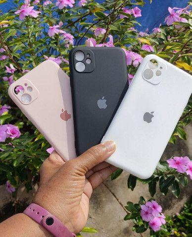 Capinha iPhone 11 (Aveludada) Branca, Preta e Rosa