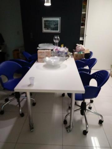 Mesa de escritório com rodas