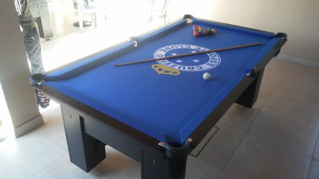 Mesa Charme e Bancos L. Cor Preta Tecido Azul Logo Cruzeiro Mod. HKPK1193