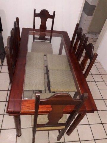 Mesa com tampo de vidros e seis cadeiras - Foto 3