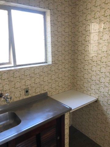 Apartamento amplo, com dois dorm, living 2 ambientes, ampla cozinha, reformado por 219 mil - Foto 17