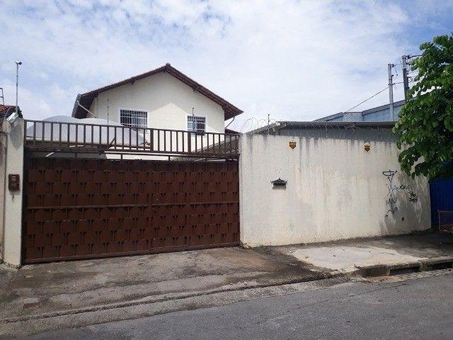 *Flávia* Linda Casa Geminada no Santa Terezinha.