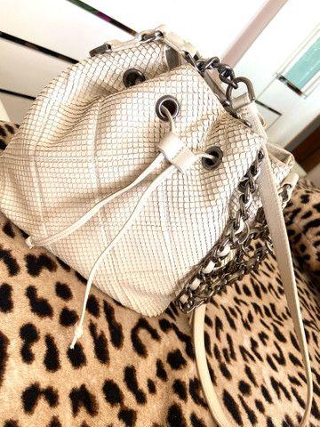 Bolsa schutz original COLEÇÃO NOVA nas lojas  off white  - Foto 2