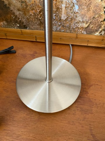 Abajur azul com base de metal - Foto 2