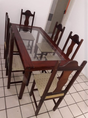 Mesa com tampo de vidros e seis cadeiras - Foto 4
