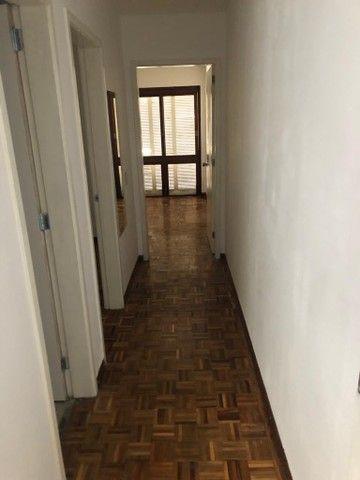 Apartamento amplo, com dois dorm, living 2 ambientes, ampla cozinha, reformado por 219 mil - Foto 9