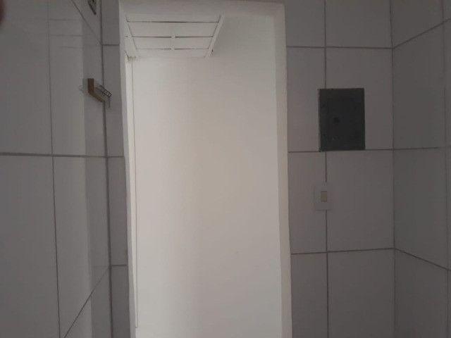 ap quarto, sala, wc e cozinha excelente localização - Foto 18
