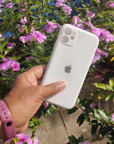 Capinha iPhone 11 (Aveludada) Branca, Preta e Rosa  - Foto 4