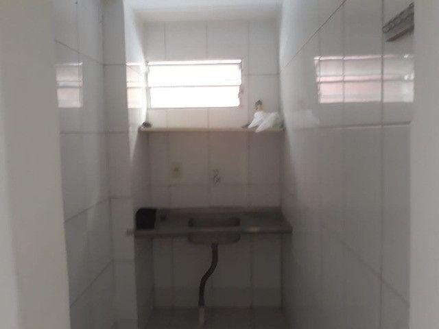 ap quarto, sala, wc e cozinha excelente localização - Foto 11