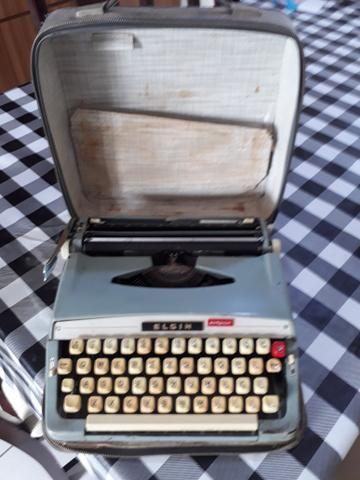 Máquina de escrever portátil ANTIGA
