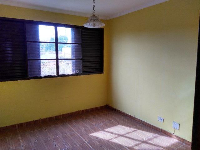 Ótima localização, 1 suíte + 2* quartos, armários planejados, AC, sala ampla - Foto 2