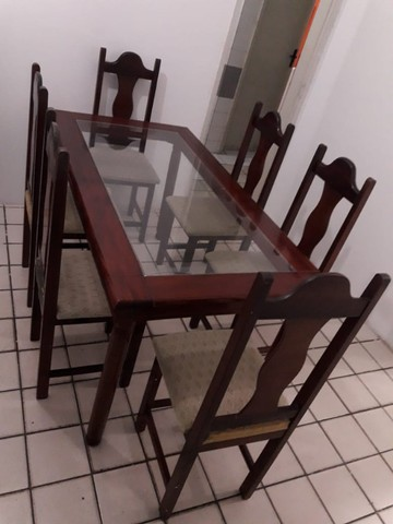 Mesa com tampo de vidros e seis cadeiras - Foto 2