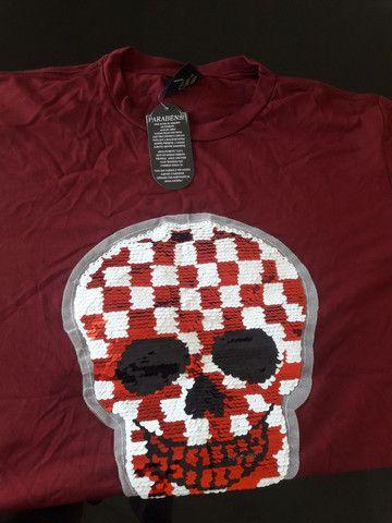 Vendo camisa de caveira nunca usada - Foto 2
