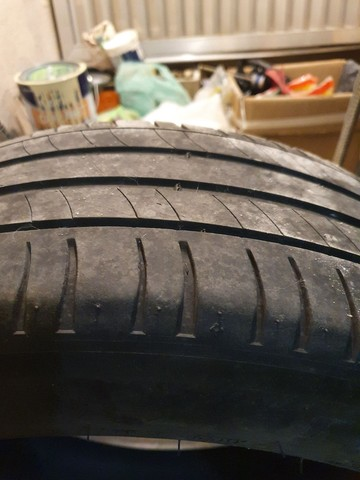 Par de pneus Michelin 215 55 17 - Foto 2